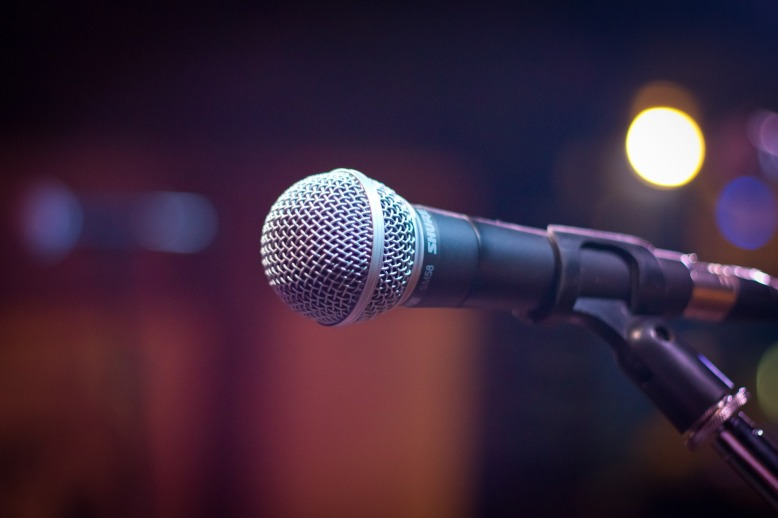 microphone-1261793_1920